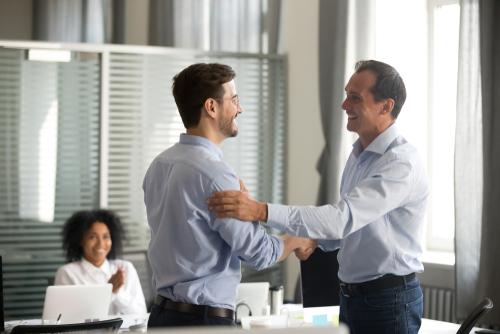 3 dicas de prêmios para funcionários e outros fatores que geram motivação